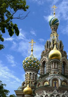 It's a beautiful world...Beautiful domes of Church on Spilled Blood in St. Petersburg, Russia (by Cormac). - See more at: http://visitheworld.tumblr.com/tagged/Architecture#sthash.24JRF8Cq.dpuf