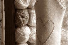 Oppskrift på vinveske: ~~~~ Pinnetykkelse : 5-6 -7 Garn : Tykt garn som du liker..Fritidsgarn, Cortina, Alaska, Rauma vamsegarn ol. ... Ol, Alaska, Blanket, Threading, Blankets, Cover, Comforters
