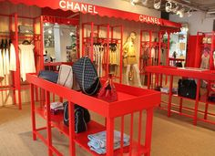 The latest tips and news on chanel pop-up store are on Sandi in the City. On Sandi in the City you will find everything you need on chanel pop-up store. Display Design, Booth Design, Store Design, Michael S, Restaurants, Retail Concepts, Retail Windows, Pop Up Shops, Retail Space