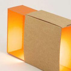 lampe en carton recyclé orange recycled cardboard lamp - orange
