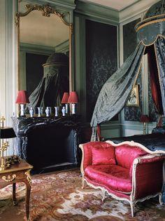 Quand ses nouveaux propriétaires lui ont confié le château de Villette, il y a quelques années, le décorateur Jacques Garcia a fait bien plus que le restaurer. Il lui a rendu ses lettres de noblesse, durablement, tout en lui apportant confort et gaieté.
