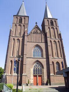 NRW,_Kleve_-_Stiftskirche.jpg (2448×3264)