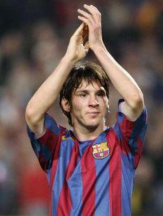 Debutó oficialmente el 16 de octubre de 2004, en un partido ente Barcelona y Espanyol (a los 17 años y 114 días), convirtiéndose en el tercer jugador más joven en jugar para el Barcelona y en el jugador más joven del club en debutar en Liga española (un récord que más tarde rompería Bojan Krki en septiembre de 2007). Su primer gol sería ante el Albacete, el 1 de mayo de 2005. Además, esa temporada sería campeón de la Liga y súper campeón de España.