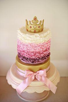 Una tarta ombre para una fiesta princesa, de bubbleandsweet / An ombre cake for a princess party, from bubbleandsweet