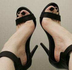Webfinds - Random feet from the net.