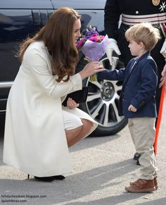 Upon arrival, Kate was given a bouquet by the little boy who plays George Crawley.