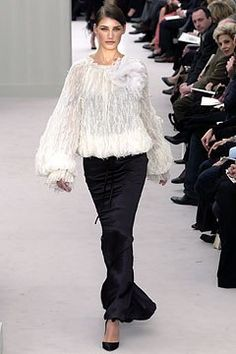 Chanel Spring 2004 Couture Fashion Show - Karl Lagerfeld, Eugenia Volodina (NATHALIE)
