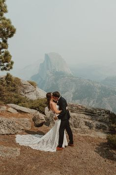 A gorgeous view of Half Dome at the Yosemite National Park—a picture perfect elopement spot | Image by Wesley Harden Yosemite National Park, National Parks, Boho Diy, Elopement Inspiration, Wedding Blog, Half Dome, Kiss, Pictures, Image