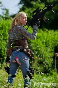 #girlswithguns #babeswithguns #soldiergirl #beautygirl #withgun #weapon #soldier