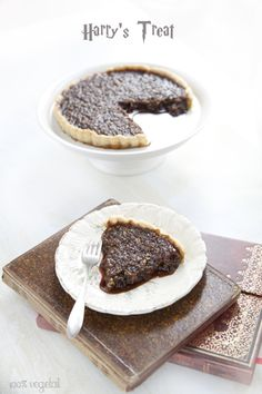 Discover recipes, home ideas, style inspiration and other ideas to try. Gateau Harry Potter, Harry Potter Food, Harry Potter Birthday, Green Desserts, Vegan Desserts, Dessert Recipes, Easy Dinner Party Menu, Vegan Christmas Dinner, Gateaux Vegan