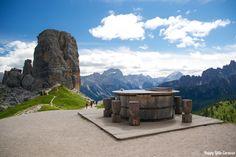 Le Cinque Torri è un EcoMuseo a cielo aperto, che vi permetterà di ripercorrere il sistema di trincee costruitodurante la Prima Guerra Mondiale dal gruppo dell'artiglieria dell'esercito italiano. Il punto di partenza dell'escursione è la Baita