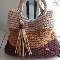 Totally handmade crochet tote bag with short or long knitte Crochet Scrubbies, Bag Crochet, Crochet Handbags, Crochet Crafts, Crochet Baby, Knit Bag, Crochet Baskets, Youtube Crochet, Crochet T Shirts