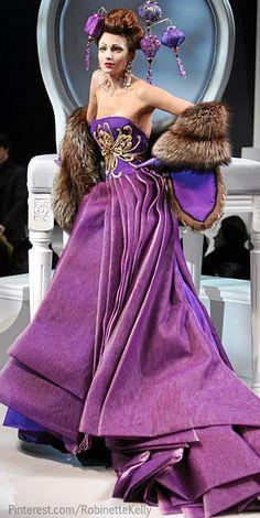 Christian Dior Haute Couture by John Galliano Dior Haute Couture, Christian Dior Couture, Style Couture, Christian Lacroix, Dior Fashion, Purple Fashion, Club Fashion, 1950s Fashion, Style Fashion