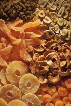 A previous pinner wrote:While fruits and vegetables are definitely viable candidates for dehydrating, your dehydrator can dry a variety of other foods and even some. Canning Recipes, Snack Recipes, Dishes Recipes, Fruit Recipes, Recipies, Healthy Snacks, Healthy Recipes, Dehydrated Food Recipes, Dehydrated Banana Chips