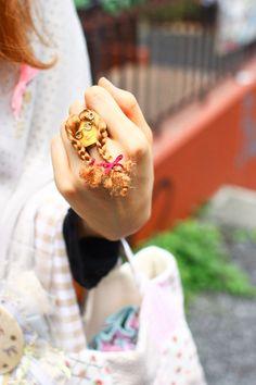 More photo at:  http://www.fashionsnap.com/streetsnap/2012-06-19/16954/#