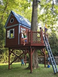 15 Admirable DIY Tree House Plans & Design Ideas for Adult and Kids - Page 2 of 2 Beautiful Tree Houses, Cool Tree Houses, Backyard Playground, Backyard For Kids, Tree House Playground, Cubby Houses, Play Houses, Tree House Plans, Diy Tree House