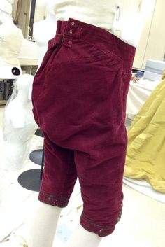 Men's breeches were very ample in the rear. They cinched at the waist with tabs and a little buckle. c1778