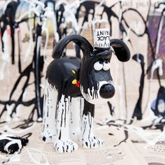 Oh dear! Gromit's got himself all covered in black paint! How did this mess happen? Has clumsy Wallace been decorating and dropped a paint pot? Or is this the