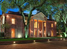 Tracy Glesby Real Estate #TracyGlesbyRealEstate Tracy Glesby #TracyGlesby Houston has a distinct advantage over some large cities for the amount of space homebuyers can get for their buck. And for the city's elite, this means sprawling and massive estates in the most exclusive neighborhoods. Harris County Appraisal District data shows the neighborhoods that boast the highest square footage in the city for the well-do-do of Houston.