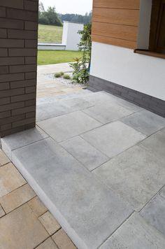 Płyta tarasowa Trawertyn w połączeniu z kostką brukową Visio Garden Steps, House Entrance, Pavement, Lawn, Garden Design, Deco, Sweet Home, Sidewalk, Patio