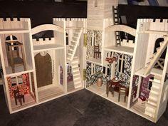 Castle Dollhouse, Toy Castle, Wooden Dollhouse, Diy Dollhouse, Castle Painting, Diy Painting, Painting On Wood, Castle Crafts, Wooden Castle
