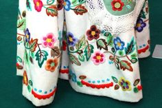 resizer.php (854×570) Murcia, Folk Embroidery, Embroidery Designs, Bordado Popular, Labor, Diy And Crafts, Sewing Projects, Php, Regional