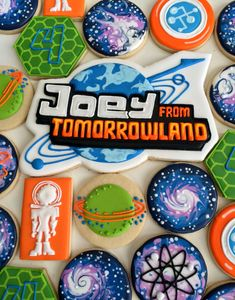 Miles from Tomorrowland cookies, space, galaxy, planet cookies Birthday Cookies, 5th Birthday, Birthday Parties, Birthday Cake, Miles From Tomorrowland, Tomorrow Land, Outer Space Party, Iced Sugar Cookies, Suga Suga