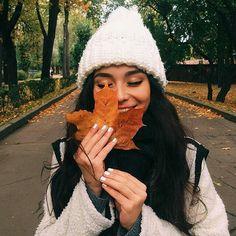 cozy fall vibes Get those fall vibes with MiCork handbags! Diana Korkunova, Girls Tumblrs, Autumn Winter Fashion, Fall Winter, Fall Fashion, 90s Fashion, Image Tumblr, Fall Is Here, Autumn Photography