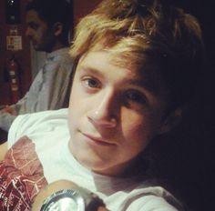 Niall Horan News, Niall Horan Baby, Naill Horan, One Direction Images, One Direction Wallpaper, People Hugging, Irish Leprechaun, Irish Boys, Dance With You
