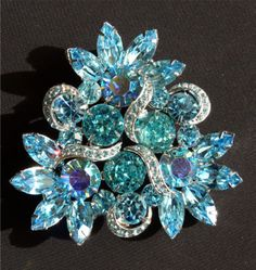 Gorgeous-Vtg-Kramer-Blue-Rhinestone-Brooch-Earrings-2-Pc-Set