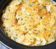 Prefer delicious and nutritious meals cooked in the slow cooker while it's chill out? It shares 30 best slow cooker dishes for Fall and winter. Gather all prepared ingredients in the pot, set the cooking mode (cook on l Best Slow Cooker, Slow Cooker Recipes, Cooking Recipes, Top Recipes, Recipies, Crockpot Recipes For Parties, Vegetarian Slow Cooker, Potato Recipes Crockpot, Best Potato Recipes