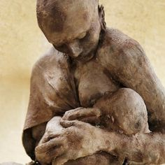 brown - mother and child - figurative sculpture - Ousmane Sow