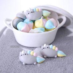 Pooh bear macaron with honey cream filling 🍯🌼 Cute Snacks, Cute Desserts, Cute Food, Meringue Kisses, Meringue Cookies, Pusheen Birthday, Yummy Drinks, Yummy Food, Cute Marshmallows