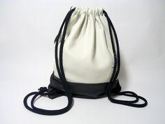 Lässiger Rucksack,Sportbeutel,Turnbeutel oder für was man ihn auch immer verwenden möchte! Mit diesem trendigen Accessoir habt ihr die Hände ab jetzt immer frei! Perfekter Begleiter für fast jede...