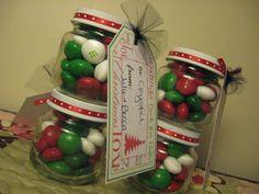 Crea detalles inolvidables para esta Navidad usando frascos de vidrio. Úsalos para empacar pequeños obsequios como dulces o caramelos de ma...