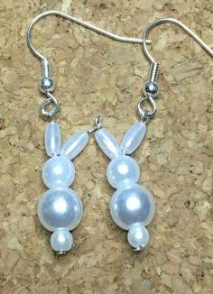 Christmas Jewelry Display and Wire Jewelry Bracelets. Simple Earrings, Beaded Earrings, Silver Earrings, Wire Jewelry, Beaded Jewelry, Jewelry Holder, Jewelry Stand, Crystal Jewelry, Silver Jewelry