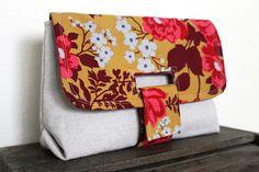 Keyka Lou Strap Clutch by Sew Chatty
