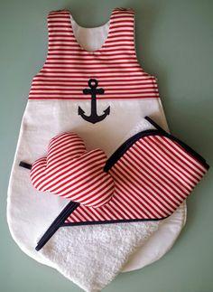Ensemble mixte gigoteuse bébé dété blanche et rayures rouge, son doudou nuage et sa cape de bain assorti. Cet ensemble mixte sera idéale pour