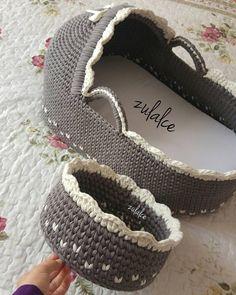 53.1k Followers, 991 Following, 497 Posts - See Instagram photos and videos from Esma Yılmaz (@zulalce) Crochet Slipper Pattern, Crotchet Patterns, Crochet Basket Pattern, Crochet Coat, Crochet Bebe, Crochet Slippers, Love Crochet, Crochet For Kids, Crochet Stitches