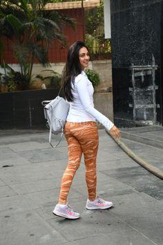 Kiara Advani snapped in tight activewear at gym Most Beautiful Bollywood Actress, Bollywood Actress Hot Photos, Indian Bollywood Actress, Bollywood Girls, Bollywood Fashion, Kiara Advani Hot, Desi, Look Body, Dehati Girl Photo