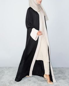 Shop Now // Aab Take 10% off your first order at Haute-Elan.com just enter Take10 in the checkout! This structured Kimono gives a flattering silhouette with loose fit sleeves. A Beautiful contrast with Black & Nude, pair this with our statement slip & trousers and Vanilla Chiffon Silk Hijab. Shop now via the link in our bio! Product // Sagamo Kimono