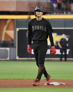"""Shohei Ohtani in black 😎"" Angels Baseball, Baseball Cards, Turn To Page 394, Minute Maid Park, Mike Trout, Black Picture, Shit Happens, Orange County, Twitter"