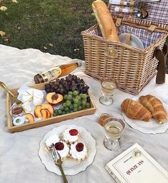 Picnic Date Food, Picnic Time, Summer Picnic, Cute Food, Good Food, Yummy Food, Aesthetic Food, Summer Aesthetic, Just In Case