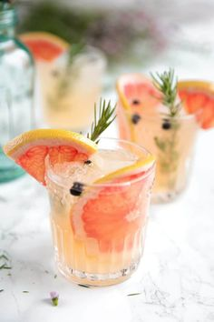 Elderflower Grapefruit Gin and Tonic. - - Sweet pink grapefruit juice, fragrant rosemary, and Elderflower Liqueur are added to gin and tonic to make a fresh, refreshing, and fun Elderflower Grapefruit Gin and Tonic. Grapefruit Vodka Cocktails, Grapefruit Juice And Vodka, Pink Grapefruit, Vodka Martini, Lime Juice, Pink Gin Cocktails, Gin Fizz Cocktail, Colorful Cocktails, Gastronomia