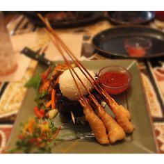 Lunch at the Yak & Yeti: I ordered the Shaoxing Steak & Shrimp - Skirt steak, tempura-battered shrimp, jasmine rice, stir-fried veggies, and chili plum dipping sauce. #squaready #wdw #waltdisneyworld #disneyworld #disney #disneygram #orlando #florida #igersla #igersmanila #meitu #tiltshift #animalkingdom #lunch #yakandyeti #asian #food #foodie #foodpics #foodporn #foodphotos #foodstagram #foodforfoodies #delicious #nomnom #getinmybelly #shaoxing #steak #tempura #shrimp