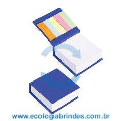Bloco Papel Reciclado eco 034 A. Bloco de Anotações Azul, com capa dura em papel reciclado e 5 cores autocolantes. Contém: 250 folhas. Dimensões do Bloco: 9 x 9 x 3 cm; Gravação: Incluso 01 cor na parte superior do Bloco. Cores adicionais, favor consultar.