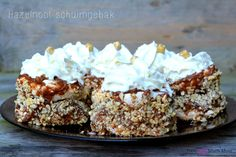 No idea what it is but yes! Thermomix Desserts, Köstliche Desserts, Delicious Desserts, Yummy Food, Baking Recipes, Cake Recipes, Dessert Recipes, Cake Cookies, Cupcake Cakes