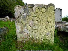 Logie Old Kirk: 18th century gravestone (C) Martyn Gorman :: Geograph Britain and Ireland