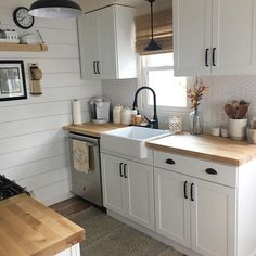 32 Perfect Small Kitchen Design Ideas And Decor. If you are looking for Small Kitchen Design Ideas And Decor, You come to the right place. Here are the Small Kitchen Design Ideas And Decor. Kitchen On A Budget, Home Decor Kitchen, Rustic Kitchen, Country Kitchen, Diy Kitchen, Awesome Kitchen, Kitchen Small, Kitchen Sinks, Small Kitchens