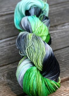 Hey, diesen tollen Etsy-Artikel fand ich bei https://www.etsy.com/de/listing/81270511/hand-gefarbt-sock-yarn-wasserkocher